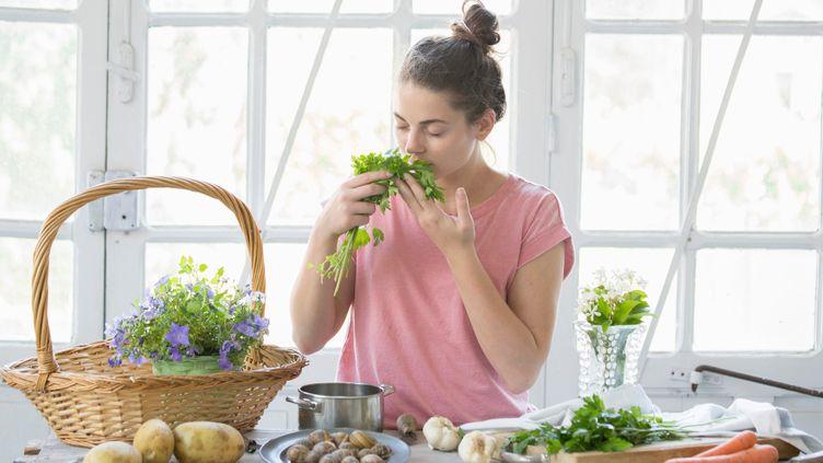 L'idée de cette étude est de proposer un protocole de suivi des gens qui ont encore des problèmes d'odorat et de goût globalement au bout de 15 jours. (GUIDO CAVALLINI / CULTURA CREATIVE / AFP)
