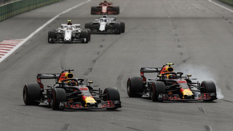 Dépassement chaud entre les deux Red Bull de Verstappen et Ricciardo (FLORENT GOODEN / DPPI MEDIA)