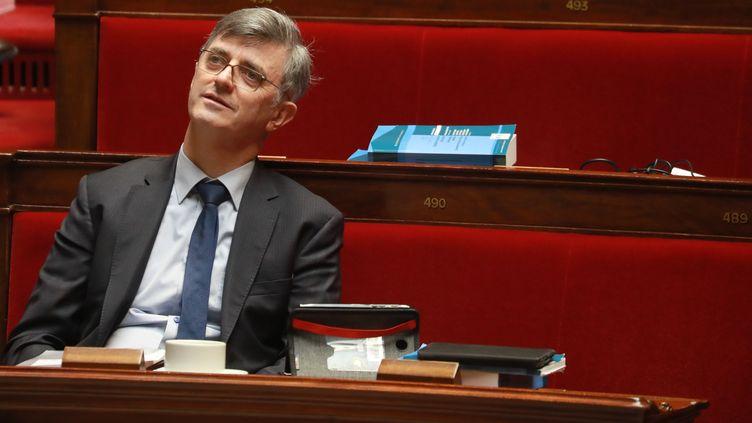 Le député LREM Jacques Maire, co-rapporteur du projet de loi de réforme des retraites, le 24 février 2020, dans l'hémicycle de l'Assemblée nationale à Paris. (LUDOVIC MARIN / AFP)