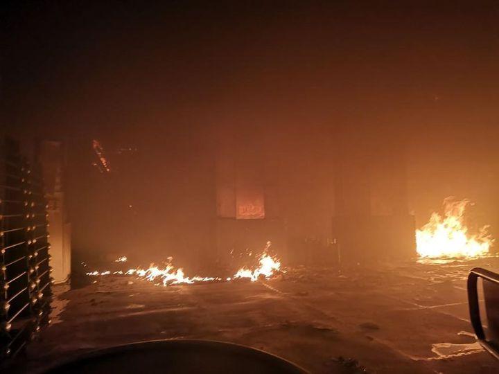 A 22 heures, samedi 25 mai 2019, des foyers résiduels subsistaient dans les immeubles touchés par l'incendie à Bordeaux (Gironde). (POMPIERS)