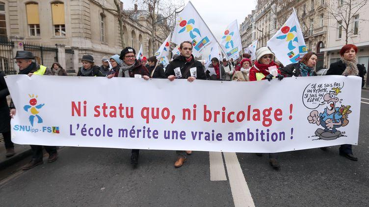 Déjà le 23 janvier 2013, les enseignants parisiens étaient descendus dans la rue pour protester contre la réforme des rythmes scolaires du ministre de l'Education, Vincent Peillon. (THOMAS SAMSON / AFP)