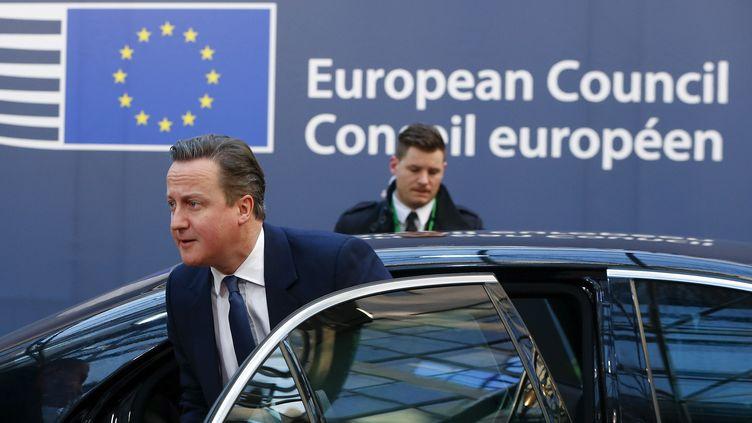 Le Premier ministre britannique David Cameron arrive au sommet européen de Bruxelles (Belgique), le 19 février 2016. (YVES HERMAN / REUTERS)