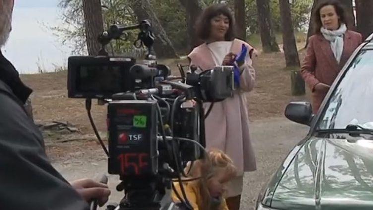 """Deux nouveaux épisodes de la série """"Alexandra Ehle"""" avec Julie Depardieu se tournent en Gironde et dans les Landes. France 3 s'est invitée dans les coulisses. (FRANCE 3)"""