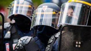 Des CRS lors d'une manifestation à Paris. (BENJAMIN MENGELLE / HANS LUCAS)