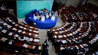 La Convention citoyenne pour le climat, lors de l'audition de Nicolas Hulot, le 18 novembre 2019 à Paris. (MAXPPP)