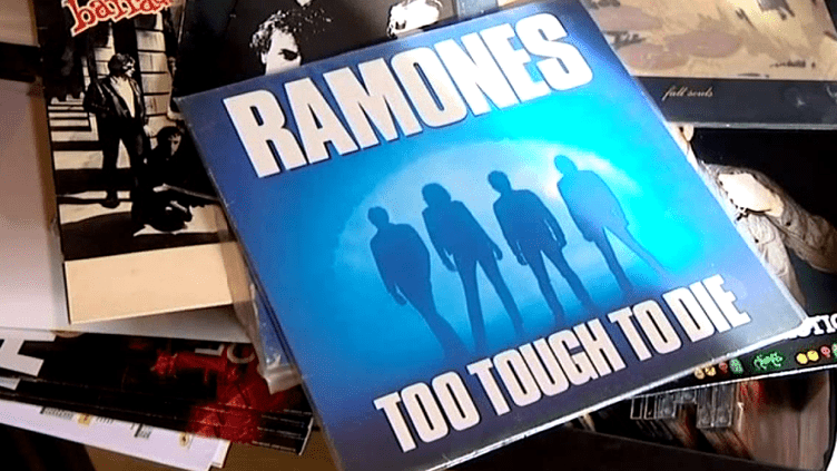 "En 1988, le groupe punk rock américain, Ramones choisit Closer records pour enregistre son album ""Too Tough to Die""  (France 3 / Culturebox)"