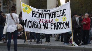 Un groupe de personne manifeste pour obtenir la vérité sur la mort de Rémi Fraisse, le 26 octobre 2016 à Toulouse. (ERIC CABANIS / AFP)