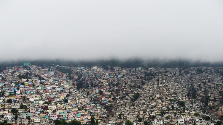 Le ciel se couvre sur Port au Prince le 3 octobre 2016 (HECTOR RETAMAL / AFP)