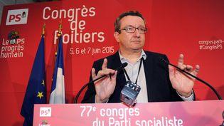 Le député Christian Paul s'exprime face à la presse lors du congrès du PS à Poitiers (Vienne), le 5 juin 2015. (MEHDI FEDOUACH / AFP)