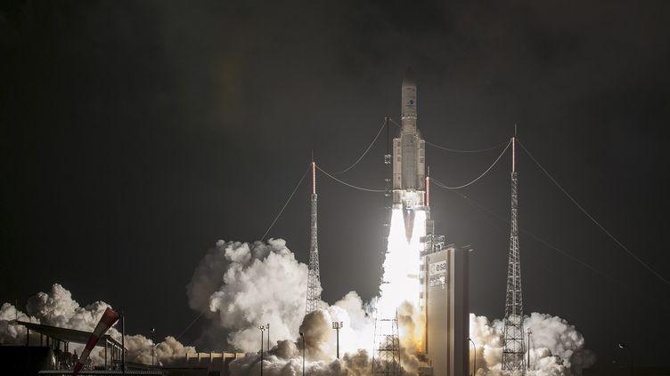 Une fusée Ariane 5 décolle du centre spatial de Kourou, en Guyane française, le 25 janvier 2018. (JM GUILLON / ARIANESPACE)