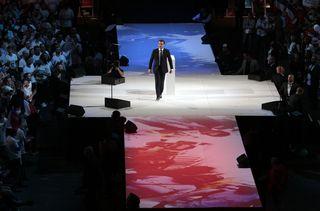 Emmanuel Macron lors d'un meeting à Bercy, le 17 avril 2017. (GEOFFROY VAN DER HASSELT / AFP)