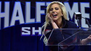 """Lady Gaga le 2 février pendant la conférence de presse sur son spectacle qui aura lieu dimanche 5 février lors de la mi-temps du Super Bowl, appelé """"Halftime Show"""".  (TIMOTHY A. CLARY / AFP)"""