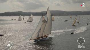 Des voiliers dans la baie de Saint-Tropez, pour les Voiles. (France 2)