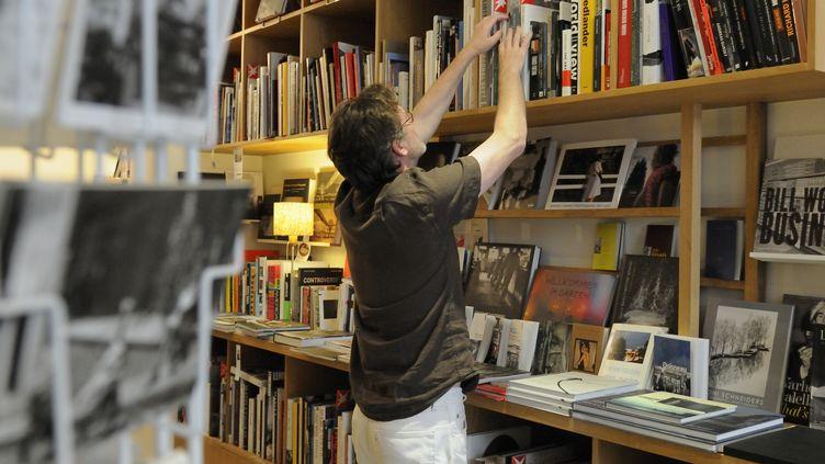 La Librairie Photographique, le 31 mars 2011, rue de la Villette à Paris. (TRIPELON-JARRY / ONLY FRANCE) (Isabelle Delion & Olivier Combe / France 2)