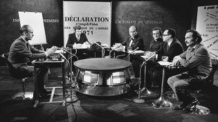 Valéry Giscard d'Estaing (à gauche) présente la politique fiscale du gouvernement, en février 1972. (KEYSTONE-FRANCE / GAMMA-KEYSTONE)