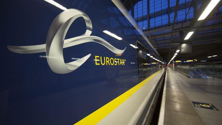Un train Eurostar à Londres (Royaume-Uni), le 13 novembre 2014. (ANDREW COWIE / AFP)