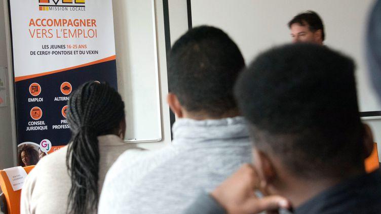 Un atelier d'aide à l'emploi donné par une mission locale dans le cadre de la Garantie jeunes, à Cergy (Val-d'Oise), le 5 mars 2018. (MAXPPP)