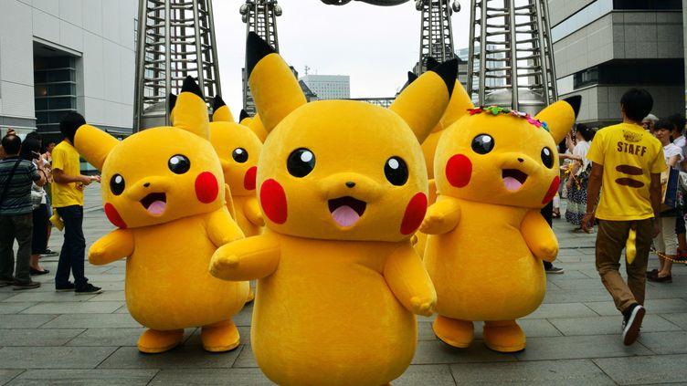 Des dizaines de perosnnes déguiisées en Pikachu à Tokyo (Japon), le 14 août 2014. (YOSHIKAZU TSUNO / AFP)