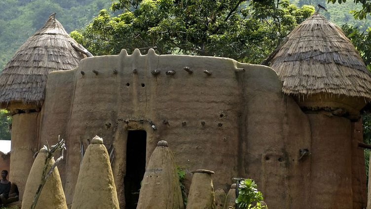 Les maisons fortifiées en banco du nord-est du Togo, classées au Patrimoine mondial de l'Unesco. (Philippe ROY / AURIMAGES / AFP)