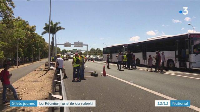 """""""Gilets jaunes"""" : l'île de La Réunion tourne au ralenti"""