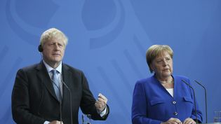 Le Premier ministre britannique, Boris Johnson, et la chancelière allemande, Angela Merkel, le 21 août 2019 à Berlin. (ABDULHAMID HOSBAS / ANADOLU AGENCY / AFP)
