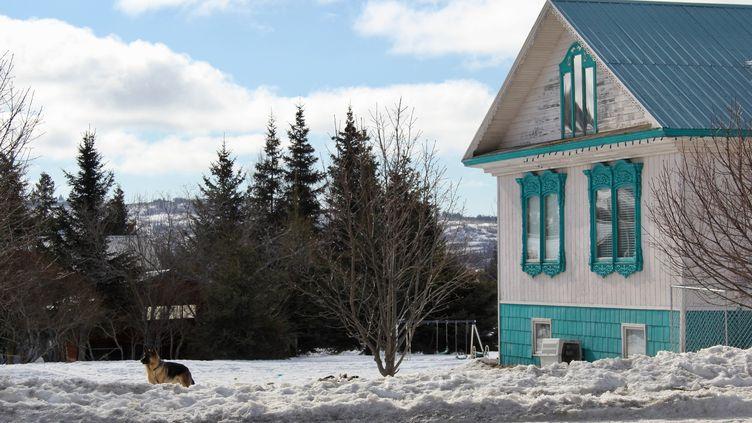 Une maison àNikolaevsk en Alaska, le 30 mars 2017. (TATYANA LUKYANOVA / SPUTNIK)
