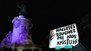 """Rassemblement de """"gilets jaunes"""" pour dénoncer l'antisémitisme,place de la République, à Paris, le 18 février 2019. (CHRISTOPHE MORIN / IP3 PRESS / MAXPPP)"""
