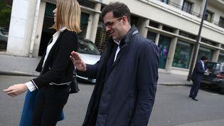 Ismaël Emelien à l'entrée du musée du Quai Branly, le 13 mai 2017, à Paris. (CHARLY TRIBALLEAU / AFP)