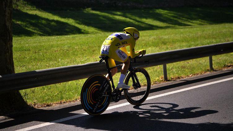 Julian Alaphilippe lors du contre-la-montre de Pau sur le Tour de France 2020. (MARCO BERTORELLO / AFP)