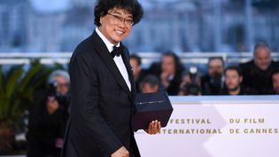 """Le réalisateur sud-coréen Bong Joon-hoPalme d'or du 72e Festival de Cannes pour """"Parasite"""", 25 mai 2019 (LOIC VENANCE / AFP)"""