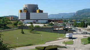 (Superphénix, sur le site de Creys-Malville. Photo I, Yann CC-BY-SA-3.0 via Wikimedia Commons)