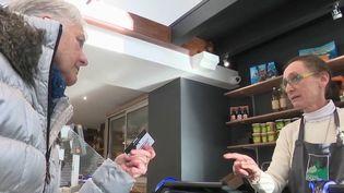 En France, 95% des consommateurs possèdent au moins une carte de fidélité. (FRANCE 2)
