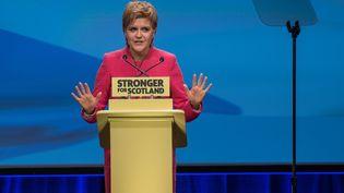 La Première ministre dugouvernement autonome écossais, Nicola Sturgeon, s'est prononcée le 13 mars en faveur d'un nouveau référendum sur l'indépendance; (MICHAL WACHUCIK / AFP)