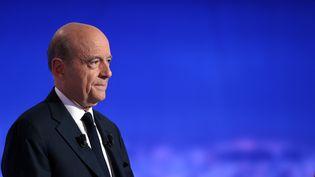Alain Juppé lors du premier débat télévisé des candidats de la primaire à droite, le 13 octobre 2016 à Paris. (ROBERT / SIPA)