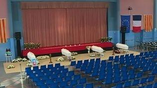 Les obsèques de quatre des six collégiens décédés lors d'une collision entre un bus scolaire et un TER, auront lieu jeudi 21 décembre àSaint Féliu d'Avall, dans les Pyrénées-Orientales. (FRANCE 2)