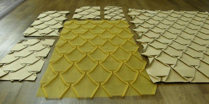 Le travail du pli sur un tissu réalisé par la Maison du pli  (Maison du pli)