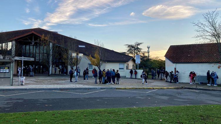 Les élèves du collège de Samuel Paty ont fait leur rentrée mardi 3 novembre. (VICTORIA KOUSSA / RADIOFRANCE)