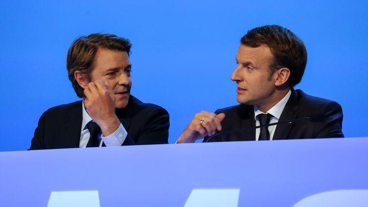 Le président de l'Association des maires de France, François Baroin et le président de la République Emmanuel Macron, le 23 novembre 2017 à Paris. (LUDOVIC MARIN / AFP)
