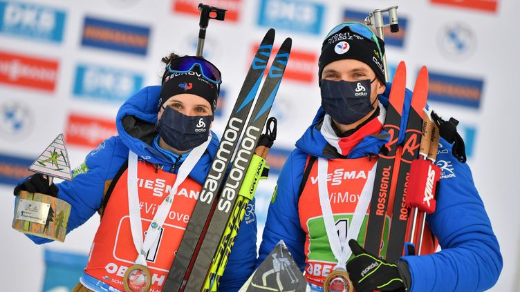 Julia Simon et Emilien Jacquelin remportent le relais mixte simple à Oberhof. (MARTIN SCHUTT / DPA)