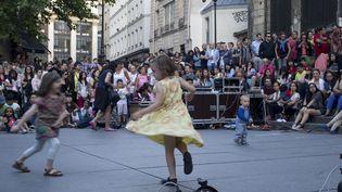 21 juin 2014, la Fête de la musique dans les rues de Paris (KENZO TRIBOUILLARD / AFP)