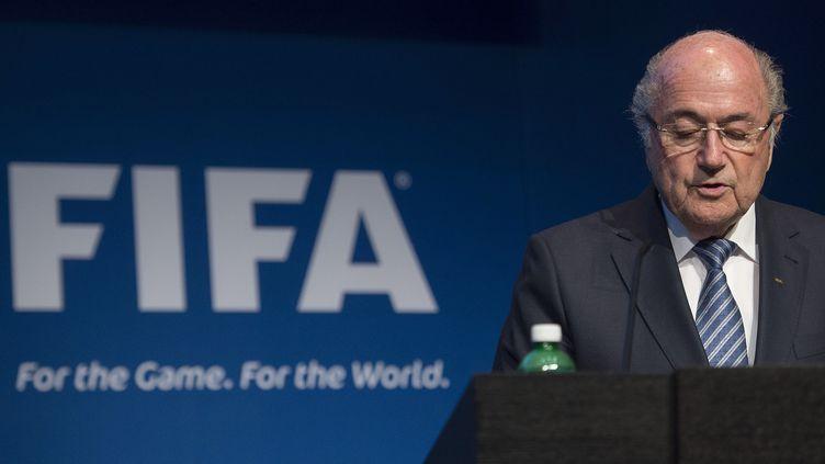 Le président de la Fifa, Sepp Blatter, annonce sa démission, le 2 juin 2015 à Zürich (Suisse). (VALERIANO DI DOMENICO / AFP)
