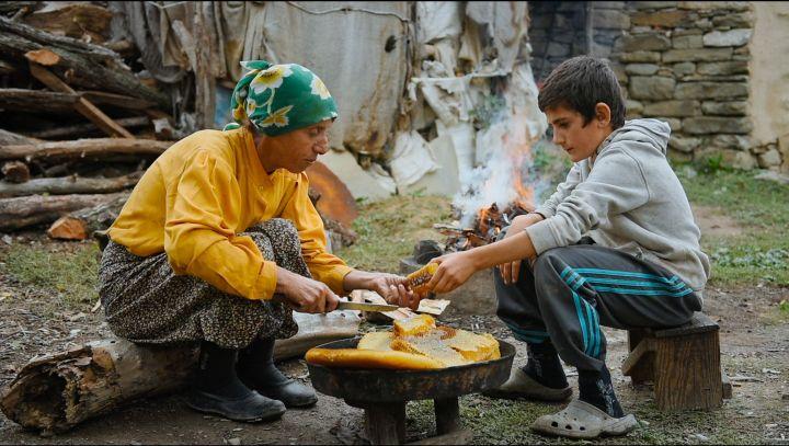 """""""Honeyland"""" montre l'opposition entre le capitalisme et l'agriculture traditionnelle. (Trice Films : Apolo Media)"""