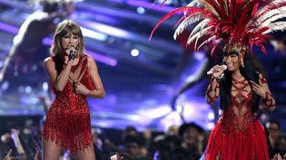 Taylor Swift et Nicki Minaj aux MTV Video Music Awards (Los Angeles, 30 août 2015)