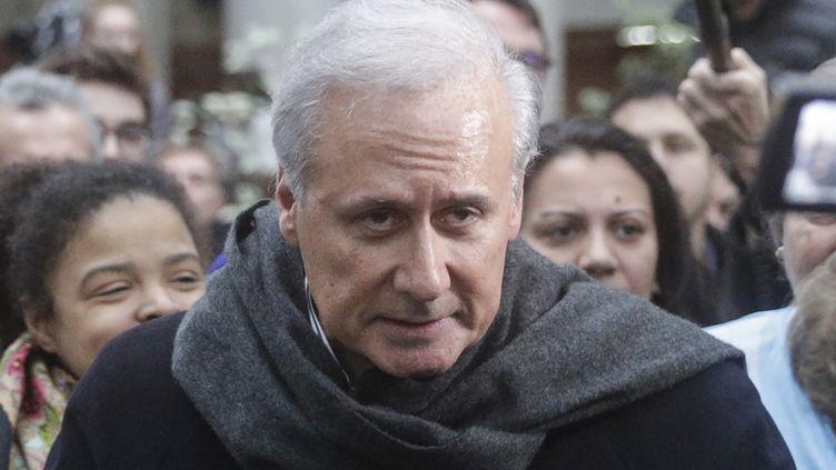 Georges Tron le 15 novembre 2018 après son acquittement devant la cour d'assises de Bobigny, en Seine-Saint-Denis. (GEOFFROY VAN DER HASSELT / AFP)