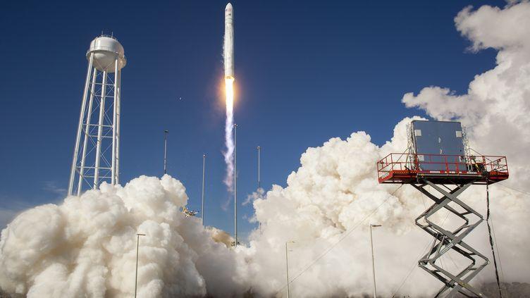 """Orbital Sciences Corp a procédé au premier tir de sa fusée """"Antares"""", le 21 avril 2013,depuis le tout nouveau centre spatial de Wallops(sud-est des Etats-Unis). (BILL INGALLS / NASA / AFP)"""