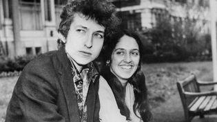 Bob Dylan et Joan Baez à Londres en 1965  (UPI / AFP)