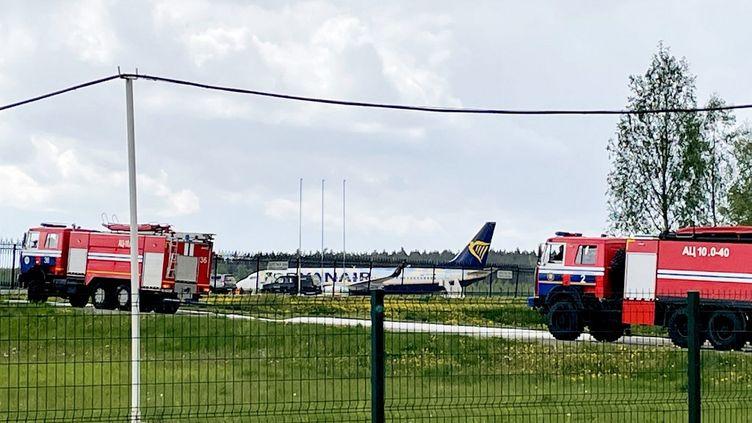 L'avion Ryanair qui devait relier Athènes à Vilnius, dimanche 23 mai 2021 à l'aéroport de Minsk (Biélorussie). (AFP)