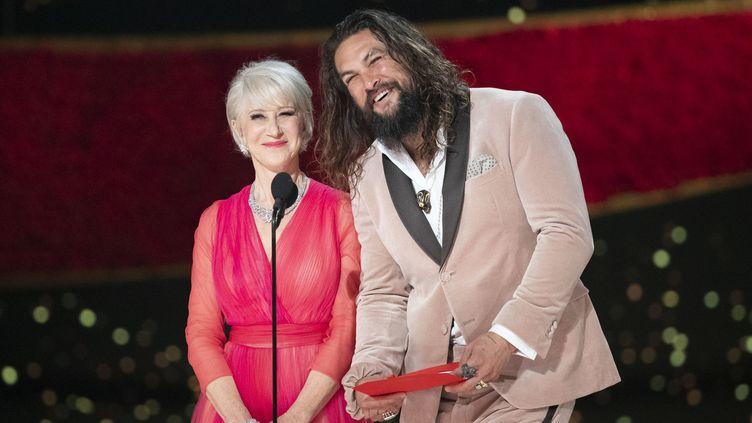 Helen Mirren en Schiaparelli haute couture et Jason Momoa aux Oscars 2019, février 2019  (GettyImages)