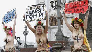 Des militantes de Femen manifestent pour dénoncer les résultats controversés des législatives russes, à Moscou (Russie), le 9 décembre 2011. (DENIS SINYAKOV / REUTERS)