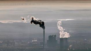La centrale à charbon de Schkopau, au sud de Halle ((Saxe-Anhalt, Allemagne), le 3 novembre 2015. (JAN WOITAS / DPA / AFP)
